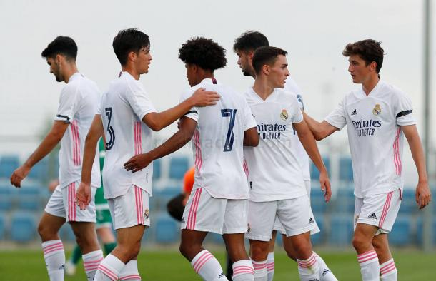 Los jugadores del Real Madrid Castilla celebran uno de los goles anotados ante el CF Pozuelo de Alarcón | Fuente: www.realmadrid.com