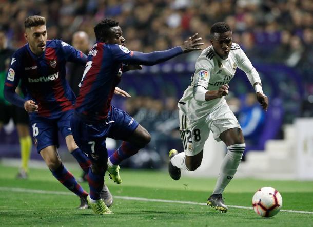 Vinicius Jr frente a Moses y Rochina I Foto: Real Madrid