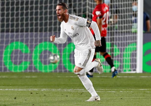 Sergio Ramo celebra el gol de falta. Fuente: Real MAdrid