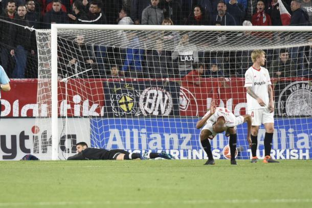 Rico se lamenta al encajar el 2-2 del Barcelona. | Foto: SevillaFC