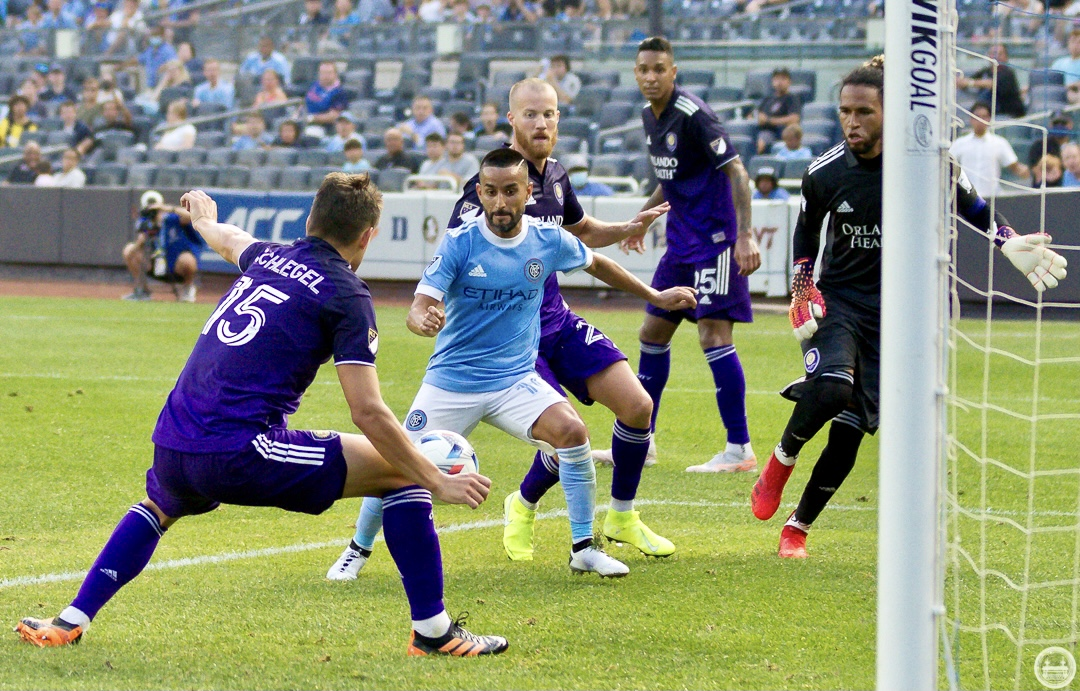 Action in front of the Orlando City net/Photo: Juan Pablo