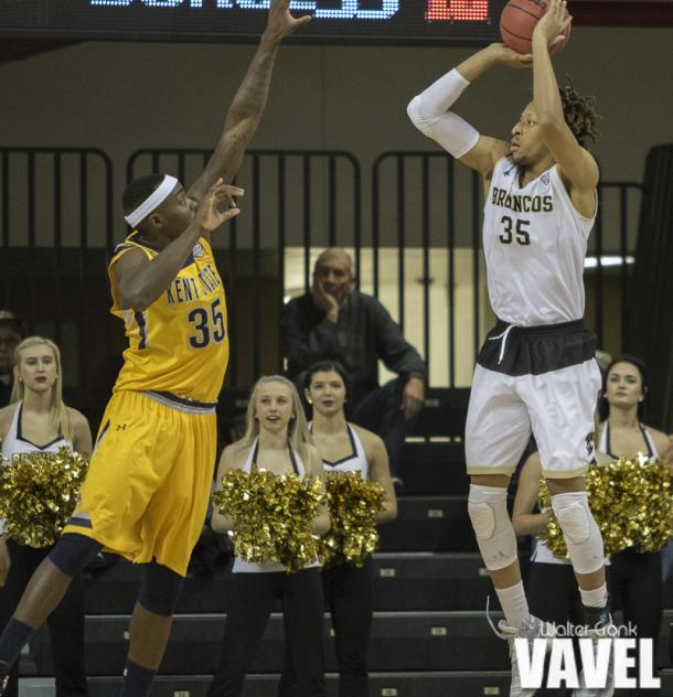 Brandon Johnson (35) of Western Michigan shoots over Jimmy Hall (35) of Kent State. Photo: Walter Cronk