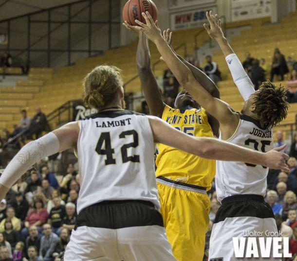 Brandon Johnson (35) of Western Michigan tries to block the shot of Jimmy Hall (35) of Kent State. Photo: Walter Cronk