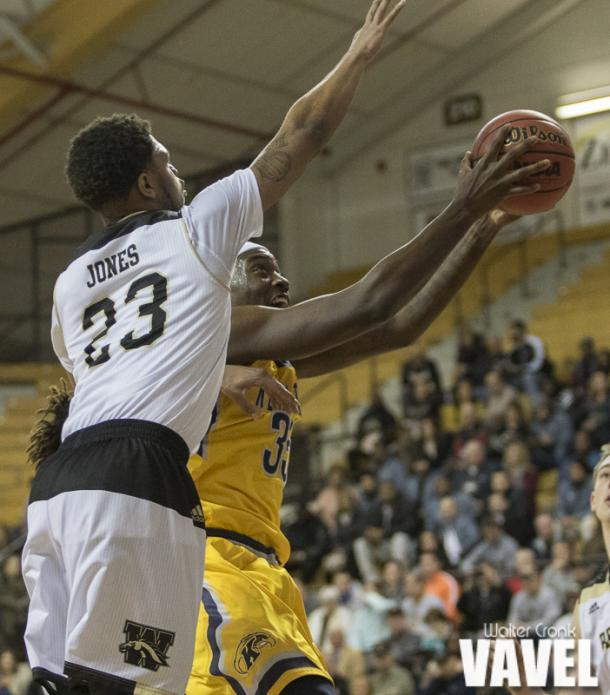 Reggie Jones (23) of Western Michigan attempts to block the shot of Jimmy Hall (35) of Kent State. Photo: Walter Cronk