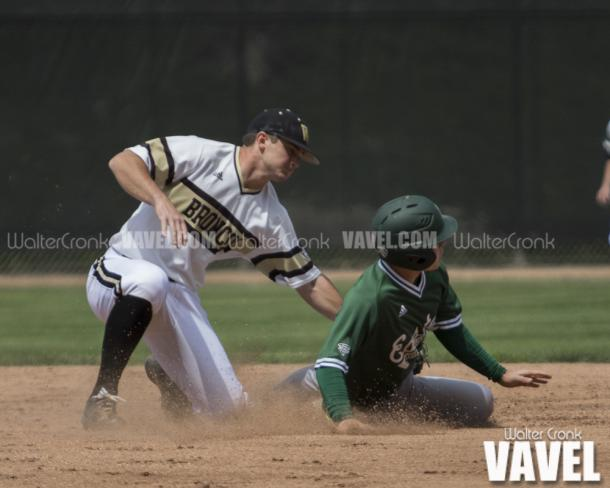 Drake Peggs (5) of Eastern Michigan gets thrown out trying to steal 2nd base. Photo: Walter Cronk