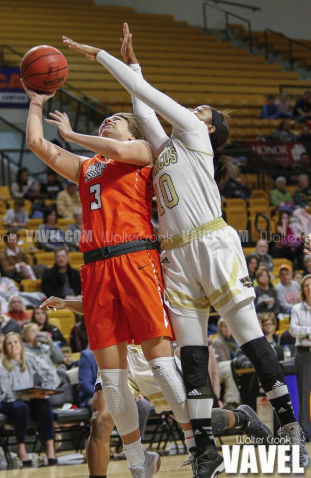 Breanna Mobley (10) tries to block the shot of Andrea Cecil (3). Photo: Walter Cronk