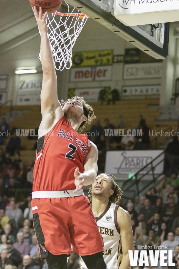 Tayler Persons (2) go's in for the lay up under the basket. Photo: Walter Cronk