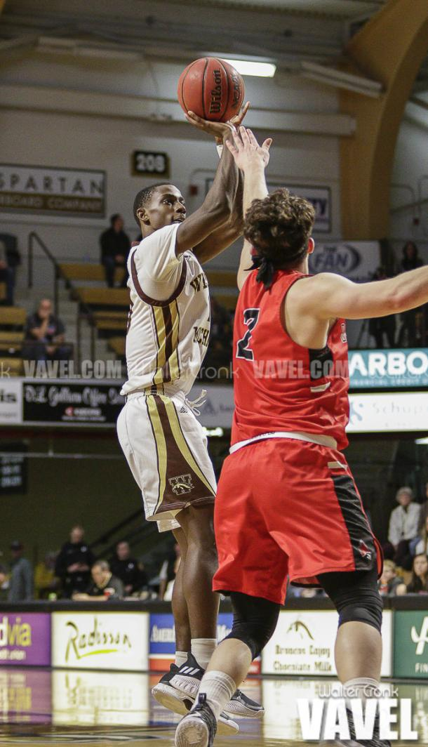 Thomas Wilder (10) takes the jump shot over Tayler Persons (2). Photo: Walter Cronk