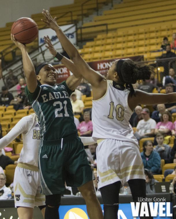 Breanna Mobley (10) tries to block the shot of Phillis Webb (21). Photo: Walter Cronk