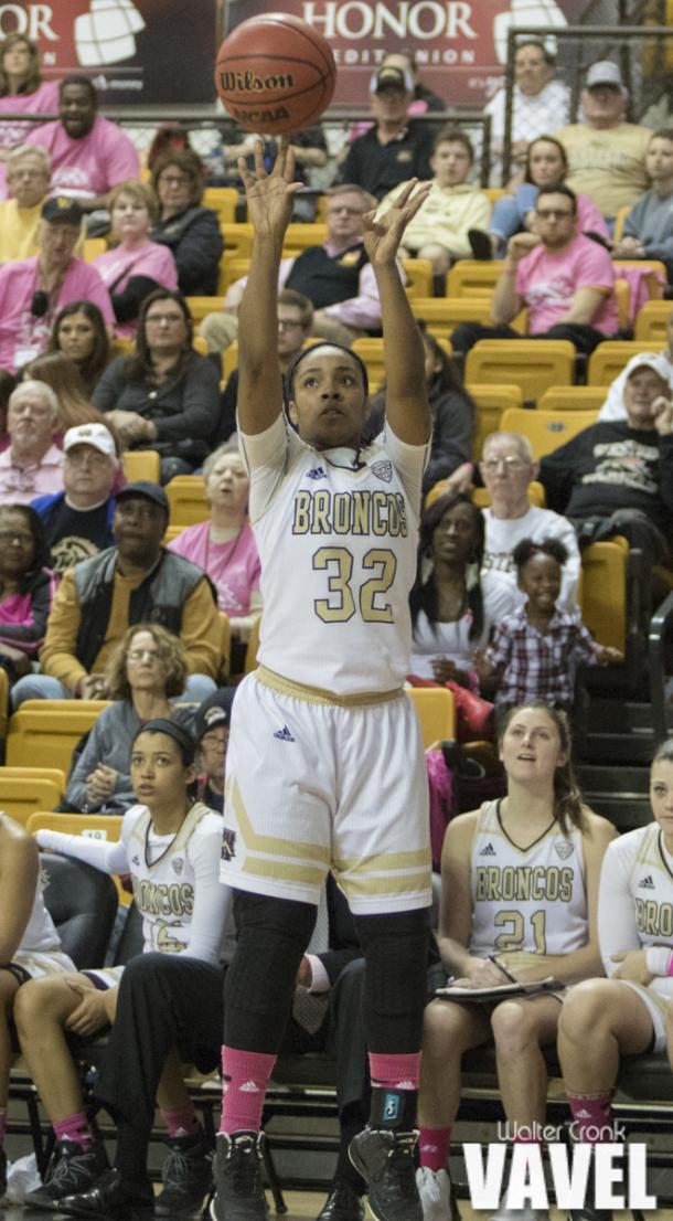 LaTondra Brooks (32) takes the wide open three pointer. Photo: Walter Cronk