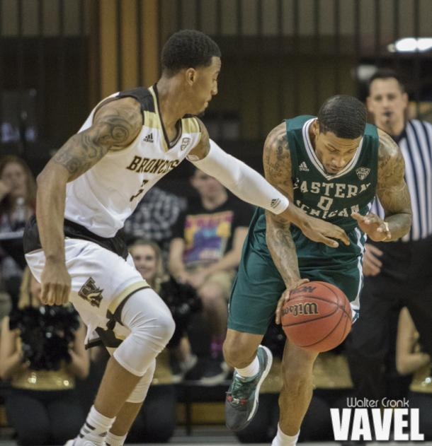 Ray Lee (0) gets the steal from Josh Davis (3). Photo: Walter Cronk