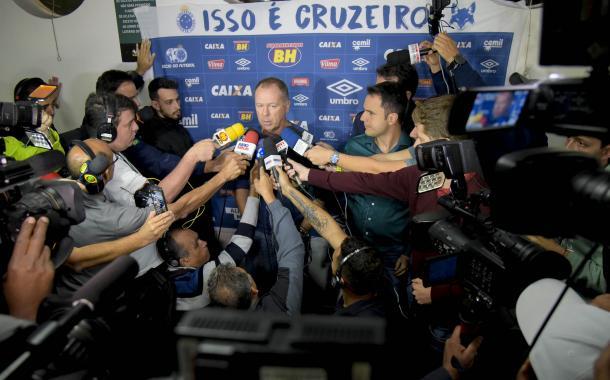Mano dando explicações após mais uma derrota do Cruzeiro (Foto: Washington Alves/Light Press/Cruzeiro)