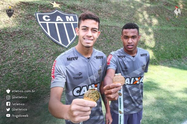 Matheus Stockl (esq) e Alerrandro (dir) campeões do Sul-Americano sub-17 (Foto: Divulgação/Atlético)