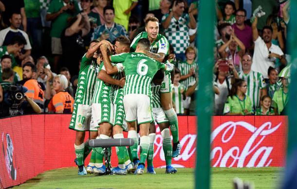 Los jugadores verdiblancos celebran un tanto | Fuente: Real Betis