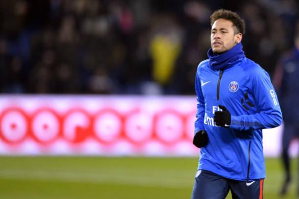 Neymar aquecendo pelo PSG | Foto: Aurelien Meunier/Getty Images