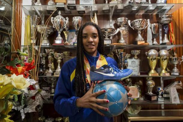 Salma Celeste combina atletismo y fútbol (heraldo.es)