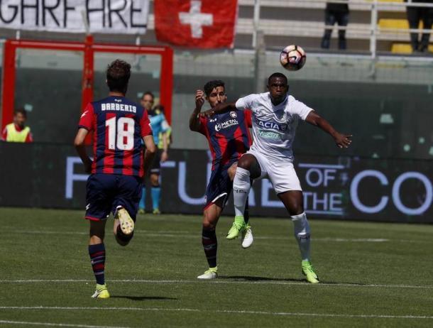 Zapata è stato annullato dalla difesa crotonese. Fonte: www.facebook.com/UdineseCalcio1896