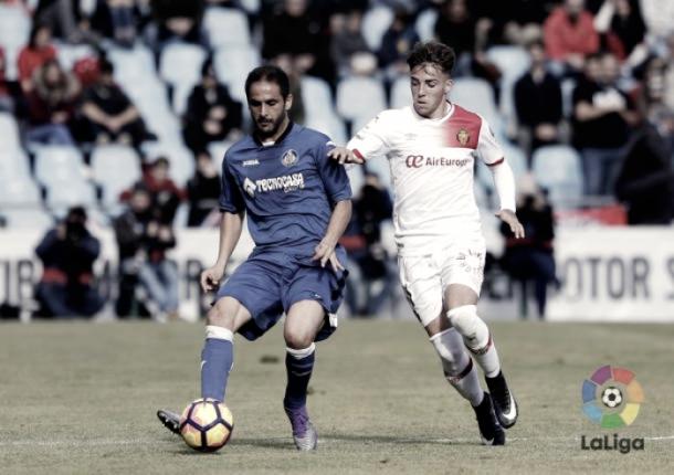 Sergio Mora controlando el esférico | Fotografía: La Liga