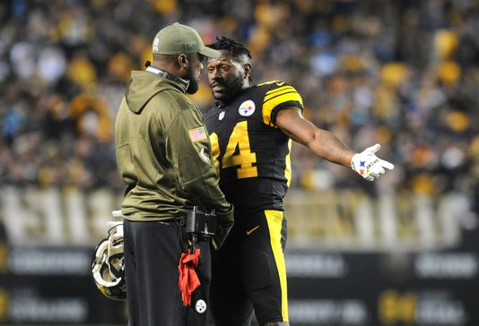 Antonio Brown on the sidelines with Mike Tomlin during a game | Source: USA TODAY Sports