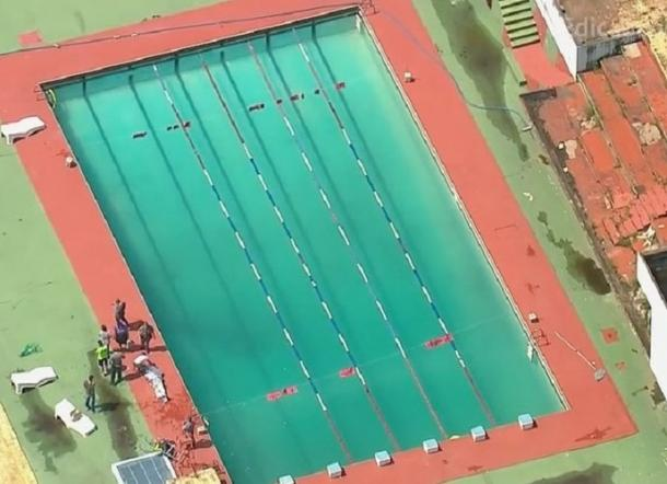 Corpo de Bombeiros retirando o corpo de Lucas (Foto: Reprodução/GloboNews)