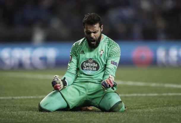 Sergio celebrando la eliminación al Genk en cuartos de final de UEL. | Fuente: uefa.com