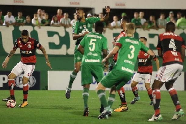 Paolo sofreu quatro faltas e fez apenas uma, mas suficiente para ser amarelado pela arbitragem | Foto: Gilvan de Souza/Flamengo