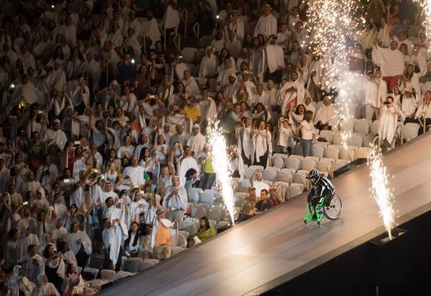Aaron Wheelz dá mega salto de rampa e ainda completa ação com giro 360º   Foto: Simon Bruty OIS/IOC