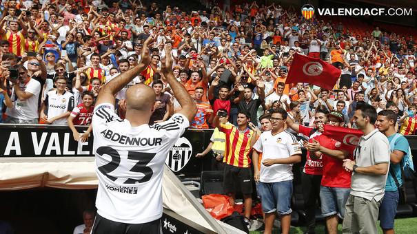 El tunecino ilusionó a la afición con su llegada   Fuente: valenciacf.com