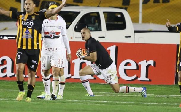 Maicon foi até goleiro na Libertadores e se tornou ídolo da torcida (Foto: Rubens Chiri / São Paulo FC)