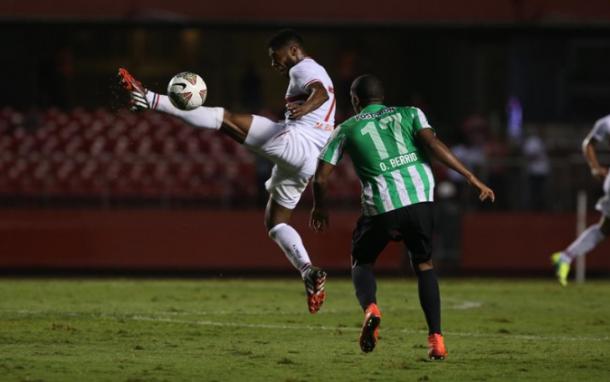 Em 2014, São Paulo e Atlético Nacional duelaram pelas semis da Sul-Americana: colombianos levaram a melhor (Foto: Rubens Chiri / São Paulo FC)