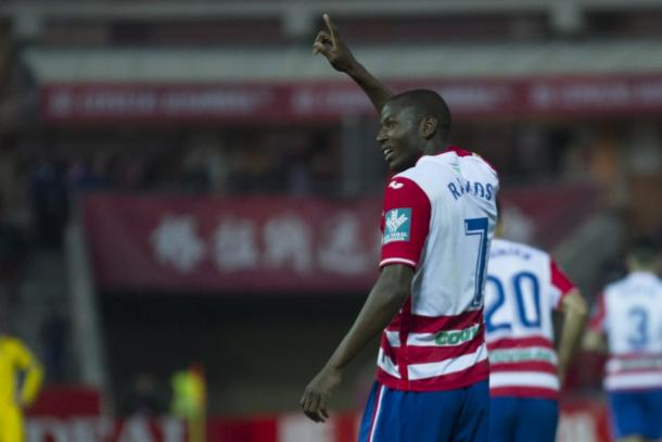 Adrián Ramos continuará en la delantera del Granada CF | Foto: Antonio L. Juárez