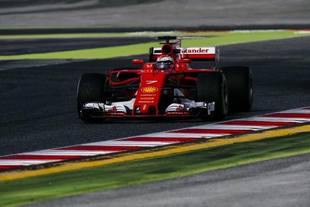 Kimi Räikkönen probando los neumáticos intermedios | Fuente: ferrarif1.com