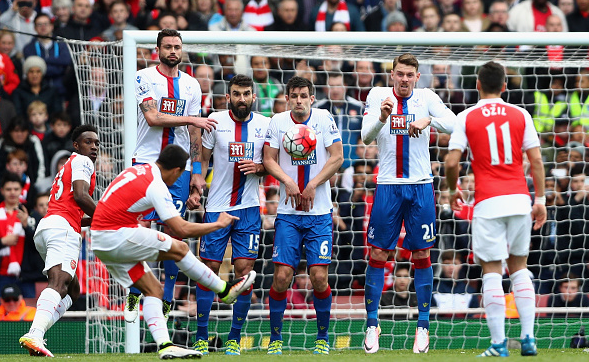 Sánchez' free-kick effort was deflected narrowly wide of the far post, in a dominant first-half. | Photo: Getty