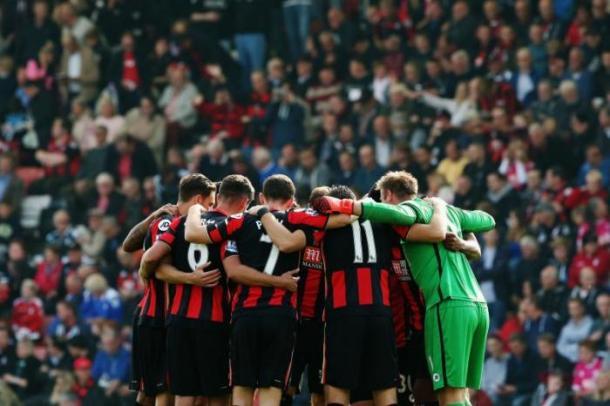 Los jugadores del Bournemouth se conjuran en Dean Court. Foto: Premier League