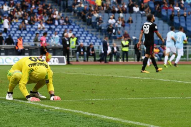 Donnarumma lamenta veementemente após acertar o canto no pênalti mas sem alcançar a bola (Foto: Vincenzo Pinto/Getty Images