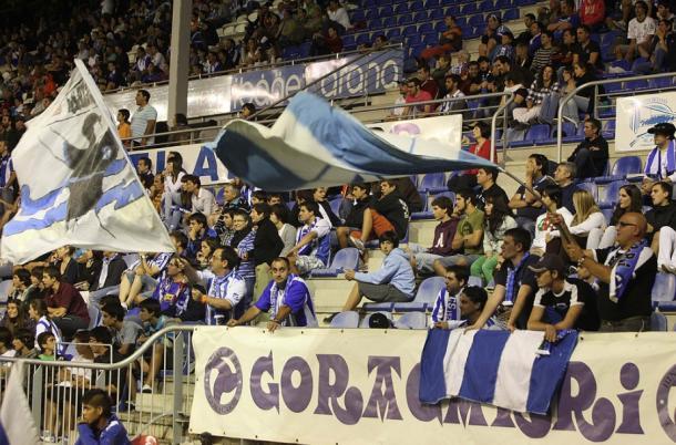 Aficionados del deportivo Alavés, en Mendizorroza. Fuente: deportivoalaves.com