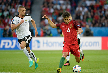 Gomes (no.15) on the ball for Portugal during their group stage fixture against Austria. | Photo: Getty