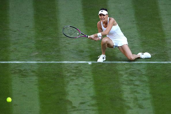 Radwanska despede-se de Wimbledon com uma derrota dura frente a Lucie Safarova (Foto: Clive Mason/Getty Images)