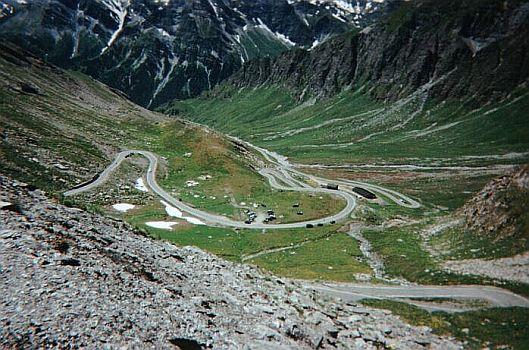 Un paisaje inhóspito durante la ascensión | Fuente. altimetrias.net
