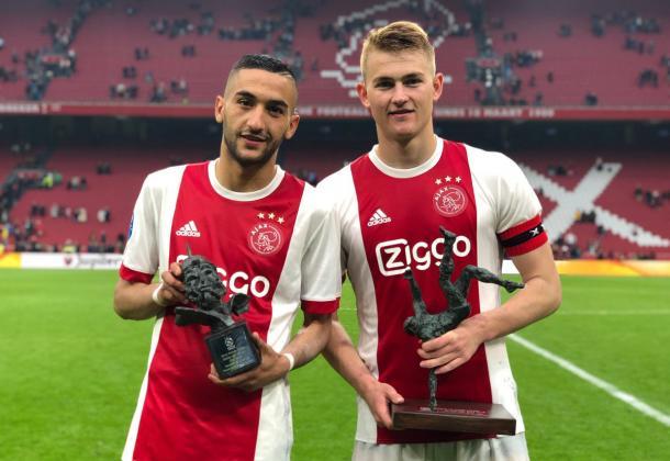 Ziyech recibió la distinción al mejor jugador del Ajax esta temporada | Foto: @AFCAjax