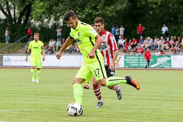 Ajeti in pre-season action for Augsburg. | Photo: FC Augsburg