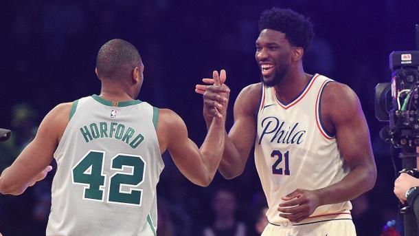 Horford saludando a un amigo suyo de Philadelphia | Fuente: NBA