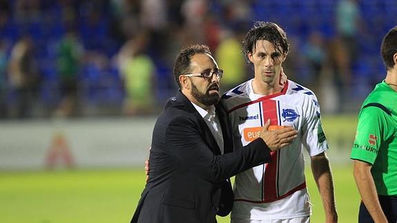 Bordalás y Pelegrín (ahora en su cuerpo técnico) durante un partido con el Alavés. / Foto: deportivoalaves.com