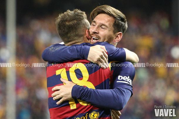 Alba y Messi conectan   |   FOTO: Rodri J. Torrellas
