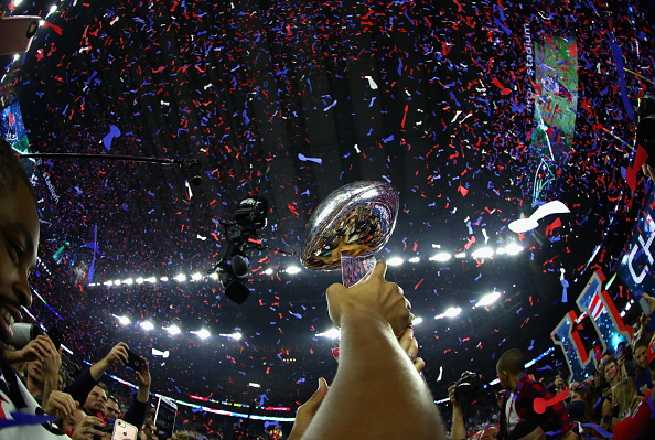 Lombardi Trophy será levantado mais uma vez nesta semana: Eagles ou Patriots, quem será o campeão? | Foto: Al Bello via Getty