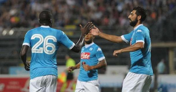 Koulibaly e Albiol: dupla de zagueiros superou as expectativas (Foto: Divulgação/Napoli)