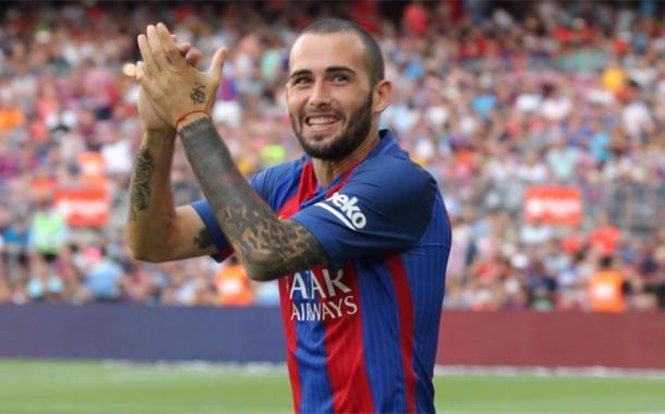 Aleix Vidal, ricambia l'applauso del tifo barcelonista. Fonte foto: Espnfc.com
