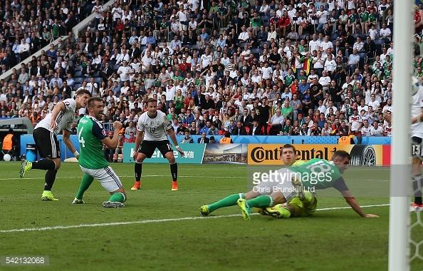 Mario Gomez deu o golo à equipa alemã no jogo com a Irlanda do Norte