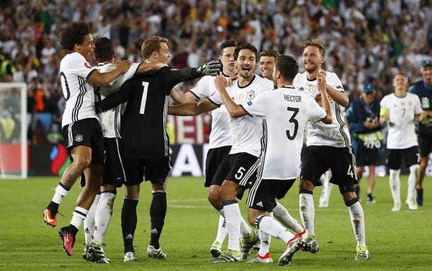 Los jugadores alemanes celebran el pase a semifinales.   Foto: UEFA