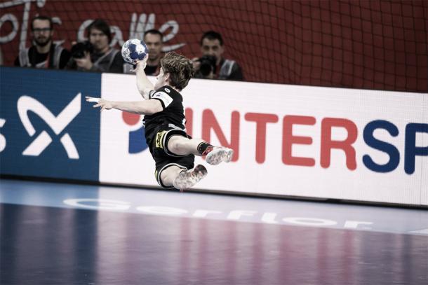 Rune Dahmke protagonizó una de las acciones más espectaculares del partido | Foto: EHF